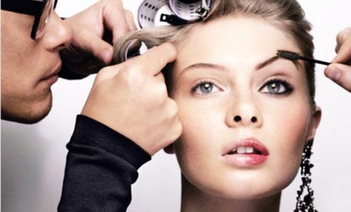 ¿Que Pasa Con Las Mujeres Que Usan  Maquillaje y se Tiñen el Cabello?